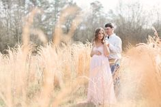 Romantic Maternity Session at Smithonia Farm | The Little Umbrella