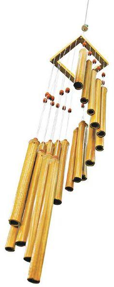 Sino dos ventos, também conhecido como mensageiro da paz, é feito com bambu oriundo de manejo adequado, leva paz ao ambiente e consciência ao consumidor