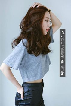 Ulzzang her hair hair styles, medium hair styles και korean medium hair. Korean Medium Hair, Medium Hair Cuts, Medium Hair Styles, Curly Hair Styles, Haircut Medium, Medium Curls, Haircut Bob, Haircut Short, Haircut Style
