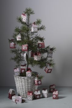 Have fun counting down to Christmas with these cute calendar boxes shaped like cute houses. Fill each house with a small surprise and hang them in a Christmas tree. On our website you'll find loads of Christmas inspiration and DIY. #DIY #panduro #advent #christmas #jul #adventskalender #julkalender #pakkekalender #julekalender