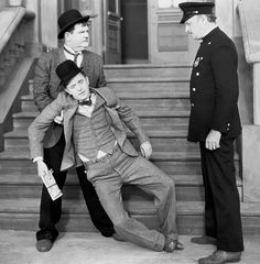 Make It Quietly — Pack Up Your Troubles Laurel And Hardy, Stan Laurel Oliver Hardy, Classic Comics, Classic Tv, Classic Films, Golden Age Of Hollywood, Old Hollywood, Funniest Pictures Ever, Sound Film
