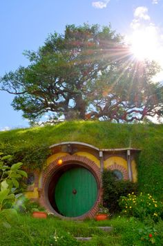 I would love to make a cottage like this hobbit styled as a getaway home for vacations or time share it for newly we'd couples:)