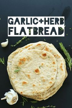 EASY Vegan Flatbread with Garlic and Herbs! Perfect for wraps, dips, and more! #vegan #flatbread #bread #healthy #recipe #spelt #minimalistbaker Baker Recipes, Cooking Recipes, Food Network, Pain Pita, Vegetarian Recipes, Healthy Recipes, Fast Recipes, Minimalist Baker, Vegan Bread