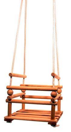 Bij deze blank houten stoeltjesschommel zijn de stokken onderling in hoogte verstelbaar.     Afm.: stoeltje 30 x 30 x 26 (= minimale hoogte ) Het geheel is 160 cm hoog.     Woody Wood Toys heeft verschillende soorten en kleuren babyschommels. In ons assortiment hebben wij zowel geheel houten schommels, alsook schommels die voorzien zijn van stoffen bekleding