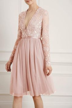 Discover embellished, embroidered & lace dresses at Needle & Thread, fit for every occasion. Shop embroidered floral gowns, sequin embellished dresses and more. Mom Dress, Dress Skirt, Dress Up, Beautiful Gowns, Beautiful Outfits, Beautiful Clothes, Wedding Dress Suit, Wedding Dresses, Dress Outfits