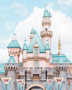 Sleeping Beauty's Castle is STUNNING, what a gorgeous shot! #Regram via @cindyrelly._ Disneyland I Disney Pictures I Beautiful Disney I Pictures of Disney