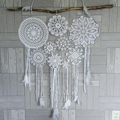 Create and Decorate: 12 Simple Easter Crafts For Toddlers Lace Dream Catchers, Dream Catcher Boho, Hobbies And Crafts, Diy And Crafts, Doily Art, Crochet Dreamcatcher, Doilies Crafts, Macrame Plant Hangers, Crochet Home