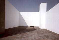 Luis Barragán [Mexican architect, 1902-1988]   Tacubaya, Mexico City, 1947 [Barragán's own home]   photography: René Burri [1969]