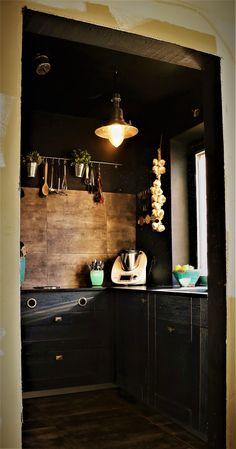 #küche #landhaus #schwarz #black #kitchen #tischlerküche Double Vanity, Kitchen, Kitchen Black, Carpentry, Farmhouse, Homes, Cooking, Kitchens, Cuisine