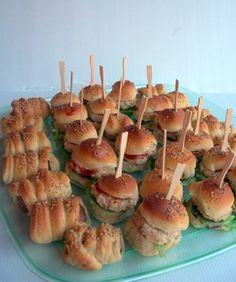 minihotdogs e hamburgers di pollo con la ricetta per i panini di Montersino