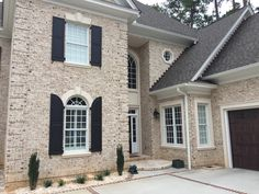 Oyster Pearl OST w/ white mortar House Styles, Pearl House, Modern Farmhouse Exterior, Brick Exterior House, Stone Houses, Brown Brick Exterior, Roof Shingle Colors, Exterior Renovation, Brick
