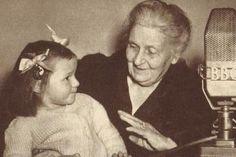 Włoszka, Maria Montessori, jest jedną zczterech pedagogów XX wieku, którzy zrewolucjonizowali podejście w sposobie wychowywania dzieci. Pozostała trójka to: Amerykanin John Dewey, Niemiec Georg Kerschensteiner oraz pedagog z ówczesnego Związku Radzieckiego Anton Makarenko. PIERWSZYM I NAJWAŻNIEJSZYM PEDAGOGIEMDZIECKA JEST JEGO RODZIC Maria Montessori opracowała dla rodziców listę przykazań, które w swojej prostocie zawierają wielkąmądrość: Dzieci uczą …