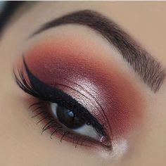 Stunning sunset eye look.