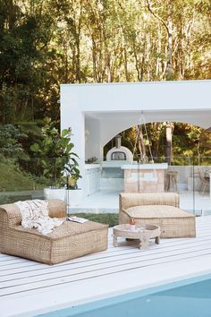 Uniqwa Collection's Masekela Oversized Loungers looking beautiful in Australian backyard! Featured in NEW project House We just love the white decking surrounding this pool area! Outdoor Spaces, Outdoor Living, Outdoor Decor, Outdoor Life, Exterior Design, Interior And Exterior, Gazebos, Casas Containers, House Goals