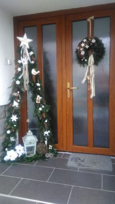 decor house entrance decor house entrance The Effective Pictures We Offer You About Dekoration hauseingang sommer A quality picture can tell you many things. You can find the most beautiful pictures that can be presented to you about Christmas Tree Bows, Snowman Christmas Decorations, Handmade Christmas Tree, Rustic Christmas, Christmas Holidays, Christmas Ornaments, Gold Ornaments, Christmas Projects, Holiday Crafts