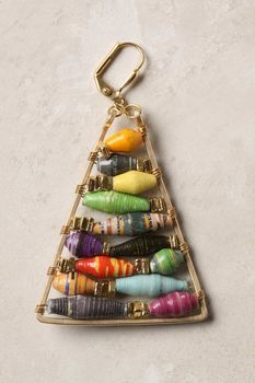 Tutorial for making Anthropologie-inspired paper bead earrings. Paper Bead Jewelry, Paper Beads, Jewelry Crafts, Beaded Jewelry, Handmade Jewelry, Jewellery, Recycled Jewelry, Jewelry Ideas, Fabric Beads