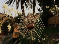 Make some spider webs for Halloween using conkers, this is a nice autumn nature craft activity to do with children Forest School Activities, Halloween Activities, Activities To Do, Toddler Activities, Twig Crafts, Nature Crafts, Conkers Craft, Diy Halloween Tree, Autumn Nature