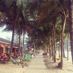 Restaurants at Kamala Beach  #kamala #kamalabeach #phuket #phuketthailand #thai #thailand #villa #villas #luxuryvillas #luxury #beach #shops #restaurant #palmtrees