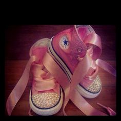 Gonna do this with Chels baby shoes for her baby girl maybe, someday. Kid Stuff, High Tops, To My Daughter, Baby Shoes, Diy Projects, Future, My Style, Sneakers, Sweet