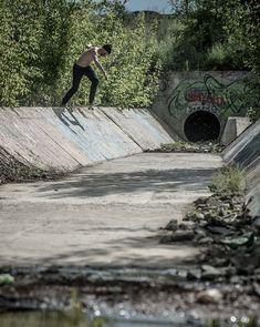 """Asphalt SkateMag (@asphaltskatemag) sur Instagram: """"More photos from @carharttwip X @absurdskateboards ОЗЕРО project is online. Link in bio.…"""""""