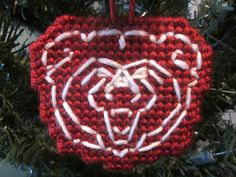 Amazing embroidered tablecloth with ornaments, Christmas decorations. Handmade in Sweden . Plastic Canvas Crafts, Plastic Canvas Patterns, Canvas Purse, Sports Logos, Cross Stitch Animals, Chicago Bears, College Football, Missouri, Coaster