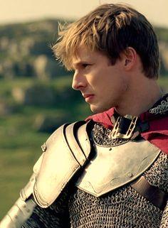 (Merlin) + (Arthur) + (love this shot) Arthur And Guinevere, Merlin And Arthur, King Arthur, Merlin Tv Series, Merlin Cast, Watch Merlin, Bradley James, Colin Morgan, Bbc