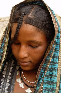 Africa | Tuareg woman.  Timia region, Niger | ©Daniele L