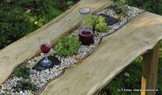 Gardentable ´Dinner at my Garden Path´. Practical and beautiful table, even for the balcony. A small (herb)garden will atract butterflies and spread lovely fraguence while you have a lovelu time at this table. Low maintainance, sustainable and custommade.