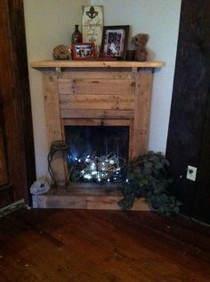 Faux Pallet Fireplace - I had a odd corner in my living room, and a return air vent that was a bruise to look at so i decided to cover it up and give myself som… Pallet Fireplace, Fireplace Garden, Fake Fireplace, Rustic Fireplaces, Fireplace Surrounds, Electric Fireplace, Fireplace Ideas, Country Fireplace, Cottage Fireplace