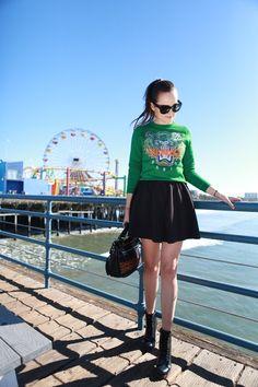 Love the kenzo sweater! Pull Kenzo, Sweat Shirt, Dressing Chic, Sweatshirt Femme, Balenciaga, Hourglass Fashion, Hourglass Style, Kenzo Sweater, Spring Summer