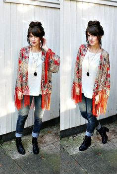In chillier weather, like during the fall, pair your kimono with jeans and booties.    Read more: http://www.gurl.com/2014/05/31/style-tips-how-to-wear-kimono-jackets-cardigans-sweaters-outfit-ideas/#ixzz3jNOTnOEx