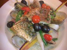 本日のお魚料理「イトヨリとホウボウのアクアパッツァ」。鎌倉野菜の彩りも美しく、魚介もたっぷり。