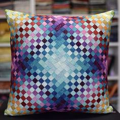 Rainbow Optical Illusion Woven Pillow Fabric Manipulation Techniques, Textiles Techniques, Pillow Fabric, Pillows, Patchwork Pillow, Sewing Hacks, Sewing Projects, Woven Fabric, Fabric Weaving
