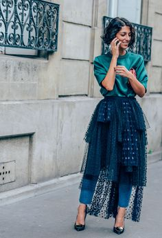 September 29, 2013 Tags Chloé, Yasmin Sewell, Tulle, Rings, Clutches, High Heels, Cellphones, Polka Dots, SS14 Women's, Jeans, Blouses, Green, Skirts, Paris, Women
