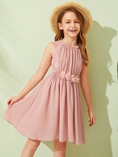 To find out about the Girls Frill Appliques Detail Gathered Dress at SHEIN, part of our latest Girls Dresses ready to shop online today! Frocks For Girls, Kids Frocks, Cute Girl Outfits, Kids Outfits Girls, Little Girl Dresses, Girls Dresses, Formal Dresses For Girls, Kids Girls, Girls Fashion Clothes
