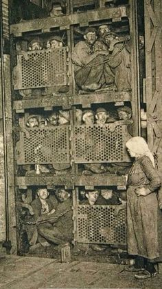 Crammed into a coal mine elevator, coming up after a day of work. They aren't even standing up. Crammed into a coal mine elevator, coming up after a day of work. They arent even standi Vladimir Lenin, Old Pictures, Old Photos, Vintage Photos, Crazy Photos, Guerra Boshin, Cincinnati, Mundo Cruel, Coal Mining