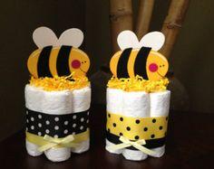 Estas tortas de pañales mini son el complemento perfecto para la ducha de bebé con temas de elefante. Algunos pueden colocarse sobre una mesa o alrededor del espacio a decorar y acentuar su evento! Las posibilidades son infinitas! ------------------------------------------------------------------------- >>> ingredientes dulces > tiempo de producción 2 semanas antes de enviar > las órdenes de acometida > órdenes de encargo > Puede encontrar más tortas dulces en mi tienda: ...