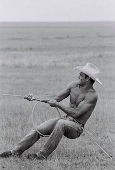 hello shirtless man with a cowboy hat. How YOU doin'? {I absolutely laughed out loud at the original pinner's comment}! Where is this man, and why haven't I met him yet! Jill Shalvis, Eye Candy, Hot Cowboys, Real Cowboys, Cowboy Up, Cowboy Hats, Cowboy Candy, Country Men, Country Couples