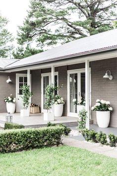Facade house, exterior house colors и exterior barn lights. House Paint Exterior, Exterior House Colors, Exterior Design, Grey Homes Exterior, Exterior Paint Ideas, House Ideas Exterior, Home Exteriors, Brick Exterior Makeover, Ranch Exterior