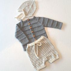 Baby-necessities made for the darling and her babyboy a while back. Baby Boy Knitting Patterns, Knitting For Kids, Baby Patterns, Knit Patterns, Baby Barn, Knitted Baby Cardigan, Baby Necessities, Baby Needs, Baby Wearing