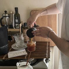 Brown Aesthetic, Aesthetic Food, Alcohol Aesthetic, Coffee Shop Aesthetic, How To Make Coffee, Coffee And Books, V60 Coffee, Dream Life, Coffee Maker