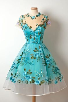 Shop for vintage homecoming dresses at SIMI Bridal, cheap graduation dresses, short prom dresses in affordable price Pretty Outfits, Pretty Dresses, Beautiful Outfits, Unique Homecoming Dresses, Prom Dresses, Floral Dresses, Dress Prom, Party Dress, 1950s Dresses