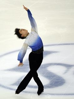 Figure skating - Hanyu takes command at worlds comeback  Yuzuru Hanyu of Japan competes in the men's short program of the 2015 ISU World Figure Skating Championships at the Shanghai Oriental Sports Center in Shanghai on March 27, 2015. AFP PHOTO / GOH CHAI HIN (AFP Photo/GOH CHAI HIN)