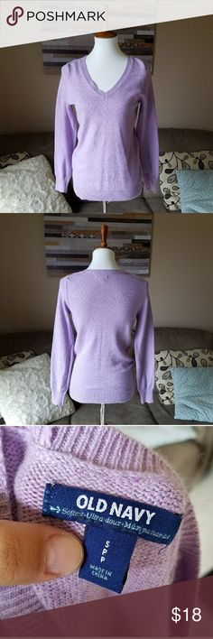 🚨CLOSING MONDAY🚨Old Navy Purple Sweater Gently used . Stretch .  #092704 Old Navy Sweaters V-Necks
