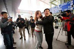 """Familiares dizem ouvir """"sinal de chamada"""" ao ligar para celulares de passageiros do voo da Malaysia Airlines"""