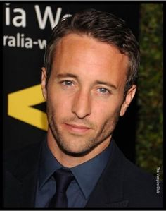 Alex O'Loughlin--- the next Batman??? oh yes please!!!