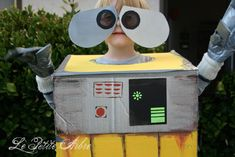 Easy Wall-e costume from cardboard, spray paint and duct tape.