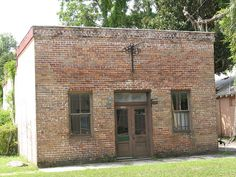 Old Clay Co Press 2 GCS FL      Contributing Building - Green  Cove Springs Historic District -  National Register of Historic  Places  NRIS #91000281    Built ca  1917
