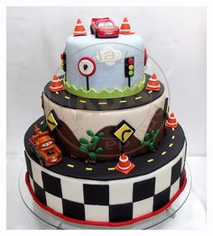 Pretty Cakes, Cute Cakes, Beautiful Cakes, Amazing Cakes, Disney Cars Cake, Disney Cakes, Baby Cakes, Gateau Flash Mcqueen, Fondant Cakes