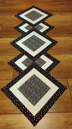 Pottery round craft table, corner craft table, portable craft table, craft table set up booth di Patchwork Table Runner, Table Runner And Placemats, Table Runner Pattern, Quilted Table Runners, Quilted Table Toppers, Kids Craft Tables, Craft Tables With Storage, Barn Crafts, Cottage Crafts